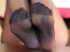 A female who sells her worn pantyhose